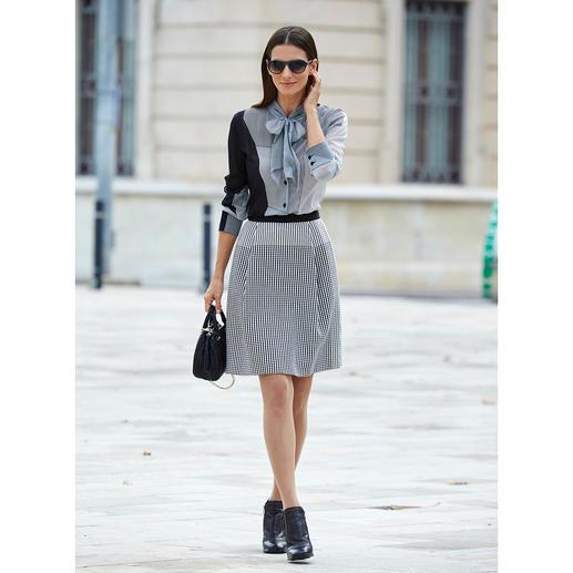 Strenesse zijden blouse of rok 'Black & White' Zo perfect op elkaar afgestemd zijn modieuze combinaties maar zelden. Mix van moderne minimalistische dessins.