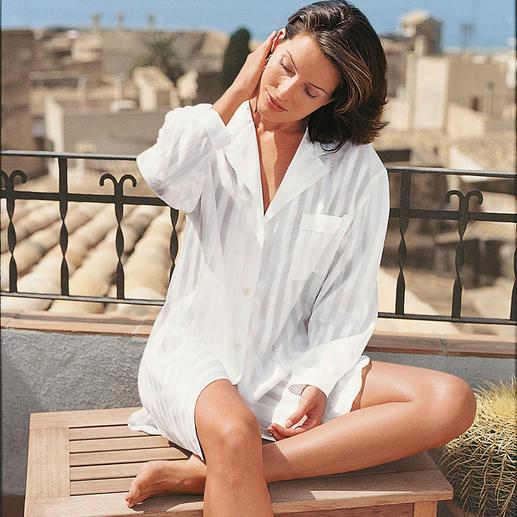 Big-shirt met etui Zo chic als zijde. Zo huidvriendelijk als katoen: elegant big-shirt voor een verkwikkende nachtrust.