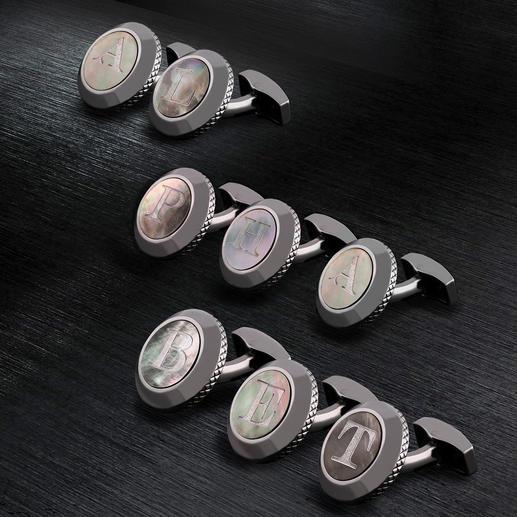 Tateossian initiaal-manchetknoop Persoonlijk en zeldzaam: parelmoeren manchetknopen met uw initialen. Van King of Cufflinks: Robert Tateossian.