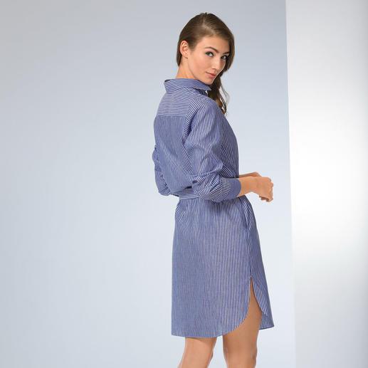 van Laack jurk met overhemdkraag Drie klassiekers in één jurk: overhemdmodel, blauw/witte strepen en de vertrouwde pasvorm van van Laack.