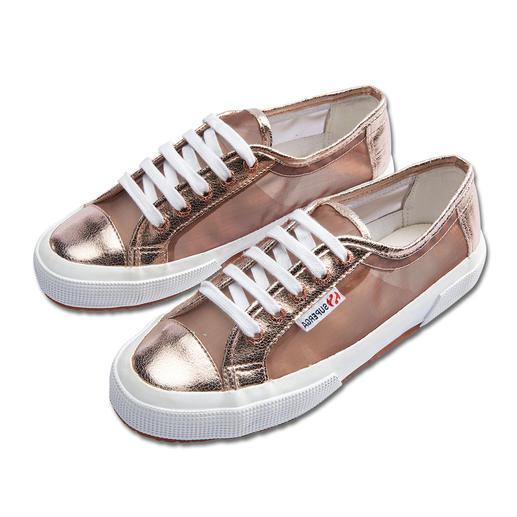 Superga® sneakers van metallic-mesh Het summum van Italiaanse nonchalance: de Superga® 2750. Dit seizoen extra trendy van metallic-mesh.