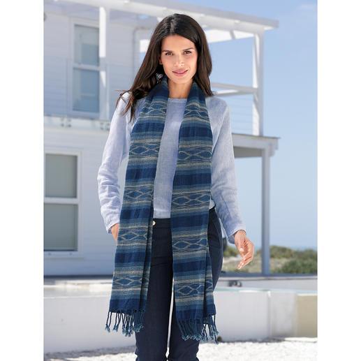 Indigo People ikat-sjaal Eerder een kunstwerk dan een mode-accessoire: zeldzame indigo-sjaal met een ikat-motief.