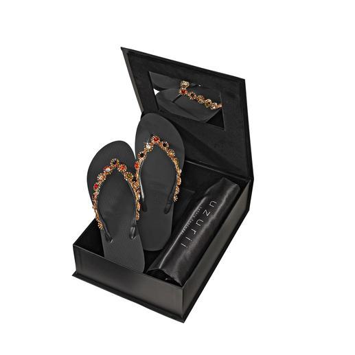 Uzurii glamour-teenslippers Van basic strandslipper tot hot design. Uzurii maakt van teenslippers schoeisel met glitter en glamour.