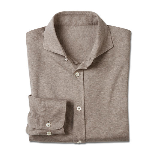 Netjes als een overhemd, maar zo comfortabel als een T-shirt. Netjes als een overhemd, maar zo comfortabel als een T-shirt. Zachte katoen-jersey, geweven door Tessilmaglia.