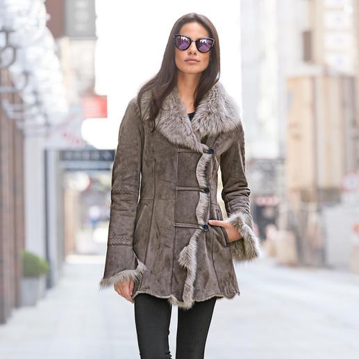 Wunderfell jas van merino-lamsvacht, taupe Exclusief design. Hoogwaardige lamsvacht van Europese origine, maar wel betaalbaar. Van Wunderfell, München.