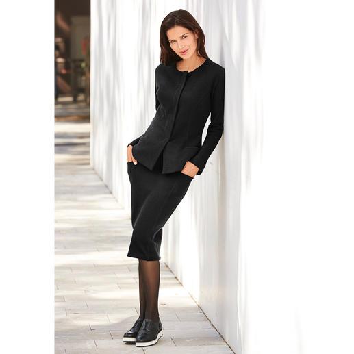 [schi]ess jersey-kostuumjasje of kostuumrok Jersey-kostuum voor naar kantoor of chique loungewear? Beide! Chic zwart. Zachte jersey. Van [schi]ess.