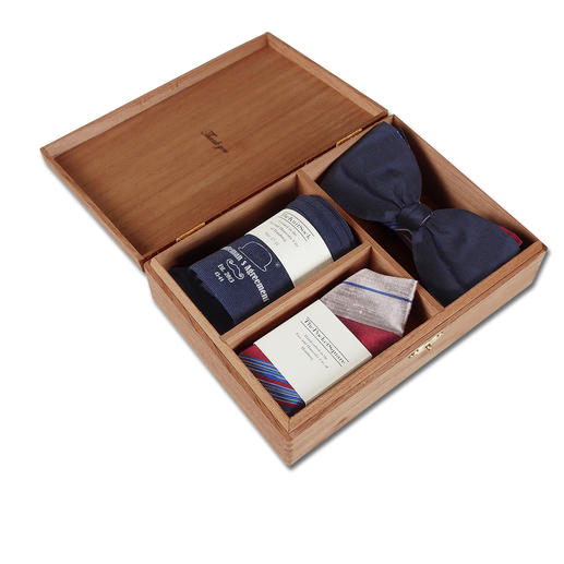 Gentleman's Agreement accessoirebox De veelzijdige combinatie van strik, sokken en pochet. Van Gentleman's Agreement.