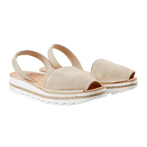 Traditionele Menorca-sandalen: met de hand gemaakt. Perfect voor in de zomer. Traditionele Menorca-sandalen: met de hand gemaakt. Perfect voor in de zomer. Originele Avarcas van RIA.