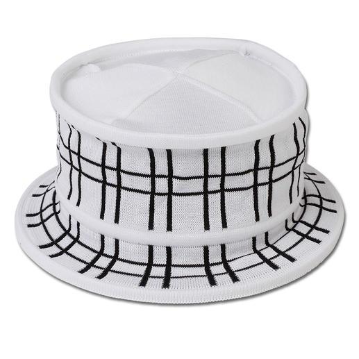 Céline Robert 3-seconden- vouwhoed In drie seconden plat in elkaar te vouwen: elegante, fijngebreide hoed die gemakkelijk is mee te nemen.