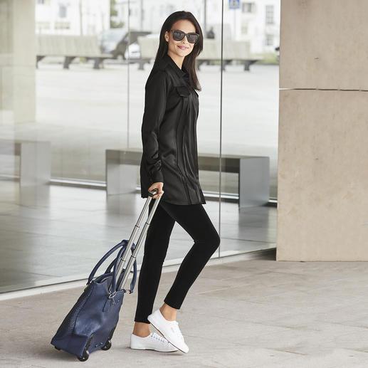 SLY010 zwarte lange blouse Stijlvolle elastische zijde. Klassieke blousedetails. Stijlvol zwart. Van SLY010.