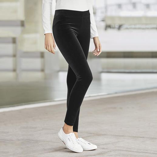 Fluwelen legging van Strenesse Fluwelen legging met de kenmerken van een broek: eleganter en veelzijdiger dan andere. Van Strenesse.
