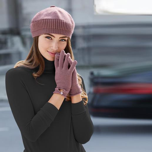 Johnstons muts, handschoenen of sjaal van kasjmier Praktisch, trendy en van puur kasjmier. Baret, sjaal en handschoenen van Johnstons, Schotland.