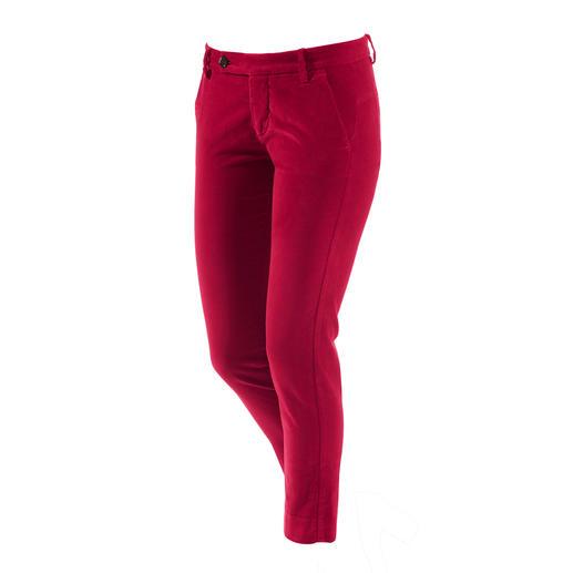 Tijdloos modern: de fluwelen broek van het Italiaanse label true nyc®. Tijdloos modern: de fluwelen broek van het Italiaanse label true nyc®.