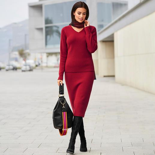 Carbery trui met V-hals of gebreide rok in ribpatroon Modieuze knitwear, op traditionele wijze gemaakt in Ierland. Van Carbery in Clonakilty.