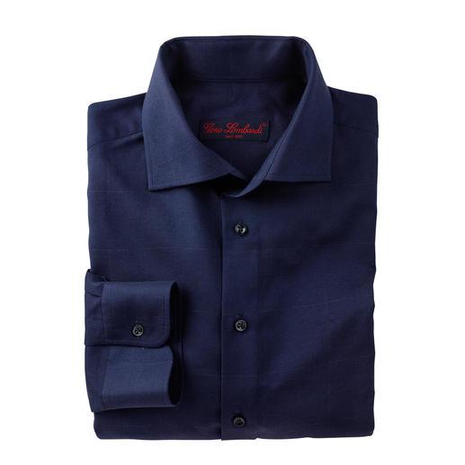 Wollen business-overhemd Heerlijk warm voor de winter. Verzorgd voor kantoor. Fijne stof in gedekt blauw, met stijlvolle ruiten.