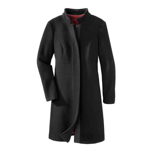 Black basic coat De perfecte zwarte basic mantel voor dag en nacht. Tijdloos en elegant model. Stijlvolle maar sterke stof.