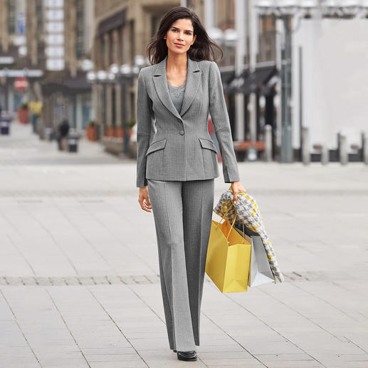Barbara Schwarzer kostuumblazer of -broek Chique wol-look. Couturestijl. Modern dessin. Materiaal dat elke dag gedragen kan worden.