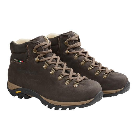 Ruim 300 gram lichter dan andere leren wandelschoenen. En dankzij Gore-Tex® permanent waterdicht. Ruim 300 gram lichter dan andere leren wandelschoenen. En dankzij Gore-Tex® permanent waterdicht.