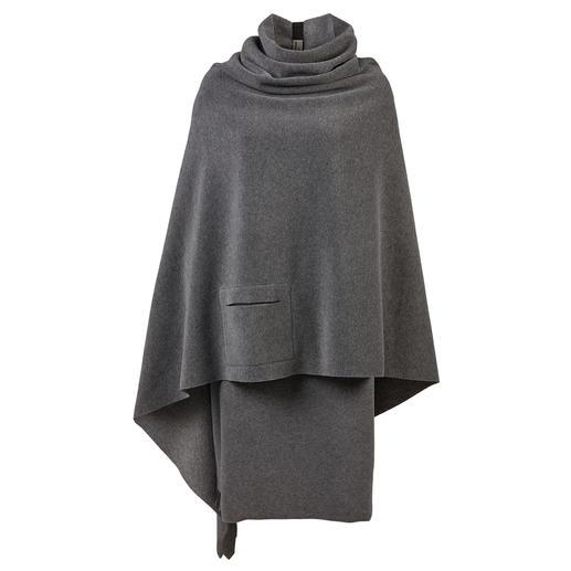 De elegante manier om fleece te dragen. Poncho en rok van Henriette Steffensen. De elegante manier om fleece te dragen. Poncho en rok van Henriette Steffensen. Scandinavisch design.