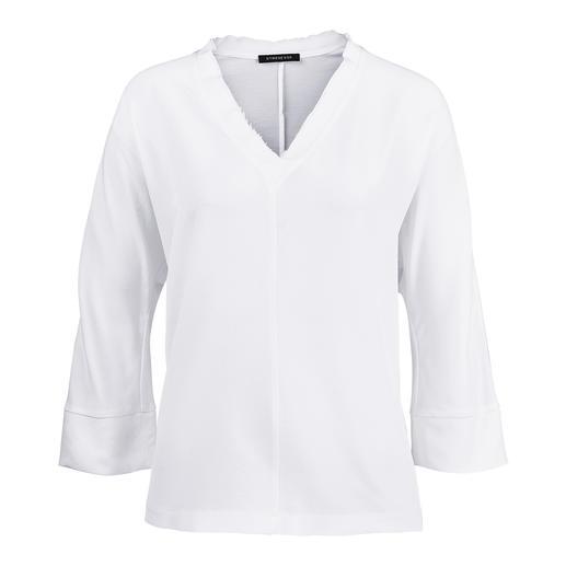 Strenesse zijden shirtblouse Sportief model, elegant materiaal. Strenesse heeft de blouse die perfect past bij de 'sporty-elegance'-stijl.