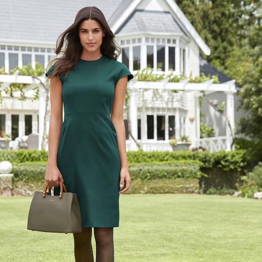 DAKS etuijurk Trendy kleur groen – hier elegant zoals uw kleine zwarte jurk. De etui-jurk van DAKS, London.