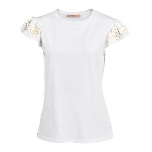 TWINSET basic shirt of top met bloemetjes Niet zomaar een witte basic, maar uitzonderlijk vrouwelijk met bloemmotieven. Van TWINSET.