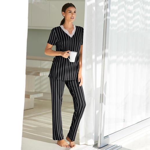 Verdiani pyjama met krijtstreepdessin - Een wel heel elegante pyjama. Modern, basic model. Klassieke krijtstrepen. Sierlijke kant.