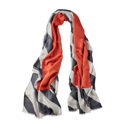 Abstract keerbaar sjaal Vandaag een klassieker in zwart en grijs. Morgen een modieuze blikvanger met een steenrood accent.
