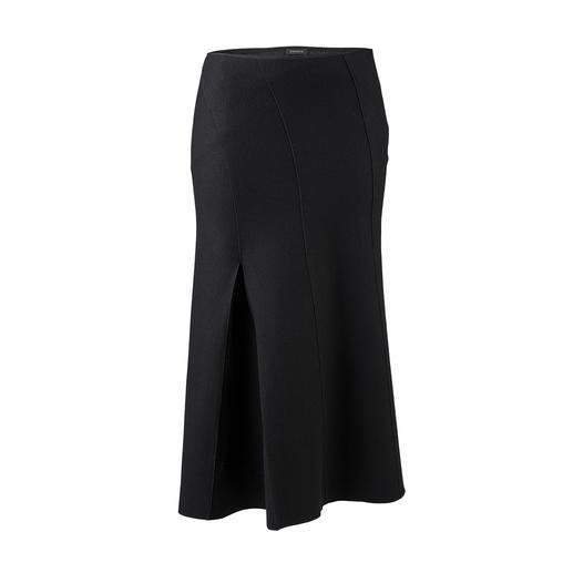 Strenesse blazer met dubbele revers en midi-rok Veelzijdige favoriet in wording: zwart wollen pak van Strenesse.