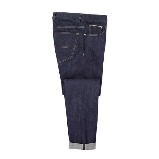 Slechts 1% van de wereldwijd geproduceerde jeans komt uit Japan. Maar echte kenners zijn ernaar op zoek. Slechts 1% van de wereldwijd geproduceerde jeans komt uit Japan. Maar echte kenners zijn ernaar op zoek.