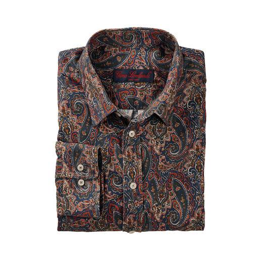 Warm cordoverhemd met klassiek paisleydessin. Warm cordoverhemd met klassiek paisleydessin. Het merk Liberty™ geeft de bloementrend een winterse look.