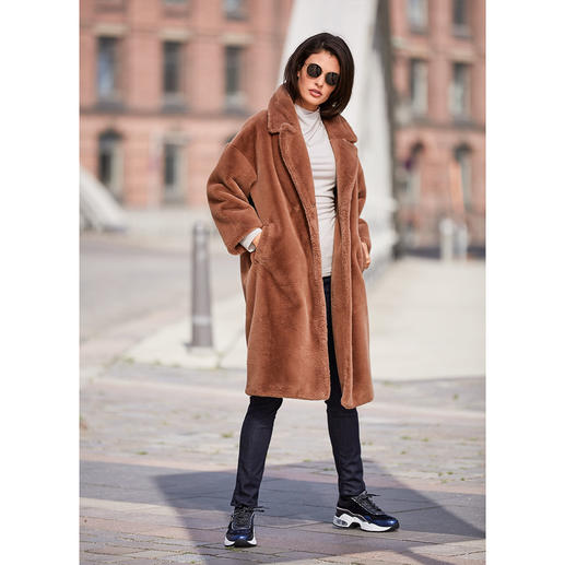 Betta Corradi mantel van imitatiebont De mantelklassieker van morgen. Van luxueus imitatiebont. Van de trendy fake fur-specialist Betta Corradi.