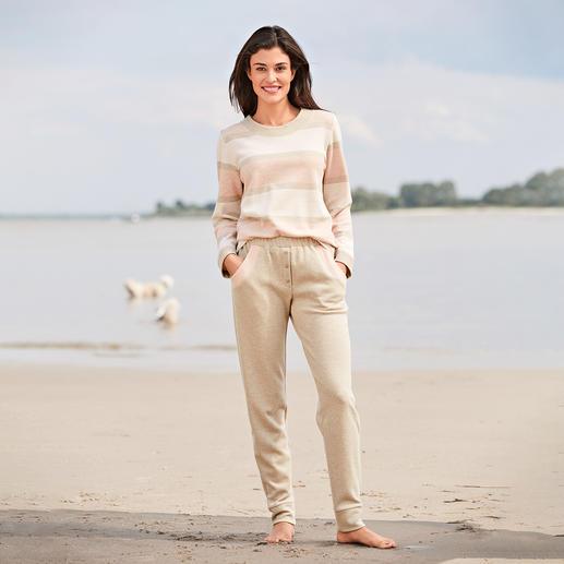 HFor gestreept sweatshirt en sweatbroek - Heerlijk comfortabel. Trendy model waarmee u ook buiten gezien mag worden en dat antrekkelijk geprijsd is.