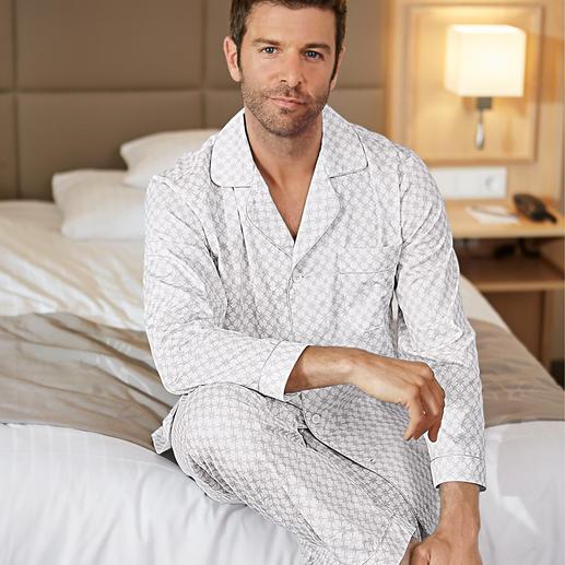 Ambassador gentleman-pyjama Een must-have in elke goed verzorgde garderobe – gevonden bij Ambassador since 1867, Kopenhagen.