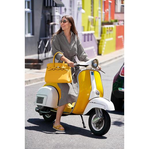 Uniek elegant: blousejurk van luchtig katoen-linnen-seersucker. Uniek elegant: blousejurk van luchtig katoen-linnen-seersucker. Van het luxemerk Seventy Venezia.