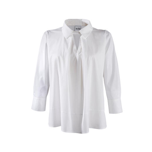 Allesbehalve saai: klassieke witte basic blouse in een modieuze uitvoering. Allesbehalve saai: klassieke witte basic blouse in een modieuze uitvoering. Van aybi, München.