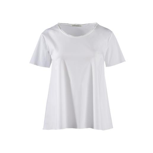 Silk Sisters basic shirt Chiquer dan de meeste andere exemplaren: wit basic shirt van fijne blousestof. Van Silk Sisters, München.