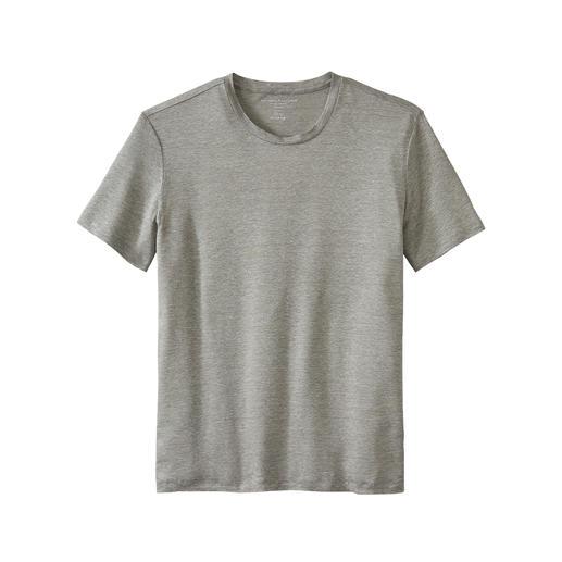 Zo luchtig en luxueus zijn zomerse T-shirts maar zelden. Koel en droog dankzij linnen, zacht dankzij zijde. Van Majestic Filatures, Paris.