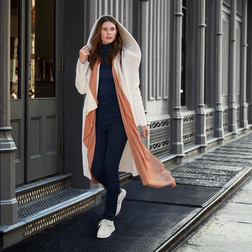 Betta Corradi omkeerbare jas van imitatiebont De betaalbare designerjas van de Italiaanse imitatiebont-specialist Betta Corradi.