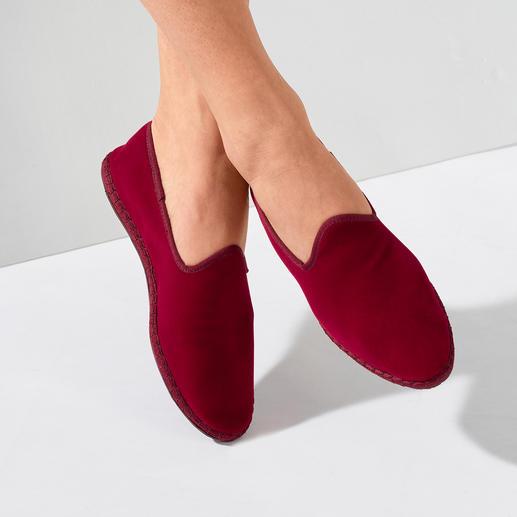 Fluwelen-damesslipper De met de hand gestikte fluwelen slipper made in Italy: elegant. Gemakkelijk. En toch zo moeilijk te vinden.
