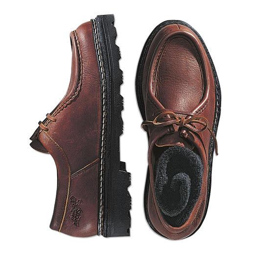 Elke schoen een uniek exemplaar. Elke schoen een uniek exemplaar. Soepele mocassins van soepelzacht elandleer.