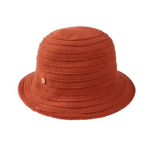 Mayser wollen hoed met biezen Comfortabel elastisch. Kan gerust gekreukt worden en is toch zo elegant als een chique wollen hoed.