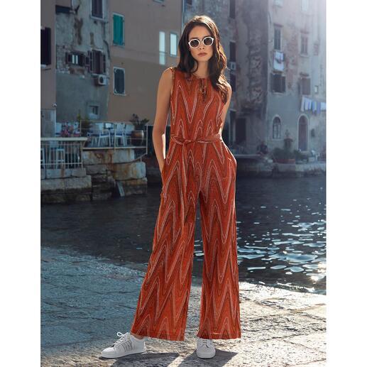 M Missoni chique jumpsuit Met het onmiskenbare zigzagdessin. Zeer fijn, vormvast jerseybreisel met een elegante glans.