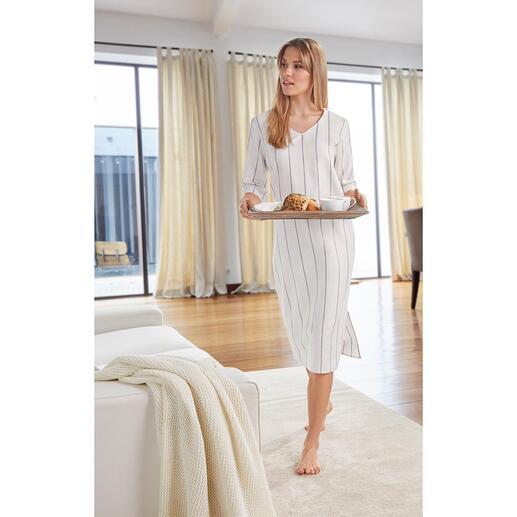 Loungejurk van linnen en katoen Zo elegant kan een comfortabele huisjurk zijn. Van luchtig linnen en zacht katoen.