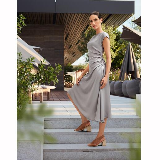 Seventy Venezia jurk van satijn Elegante blikvanger. Flatteuze creatie. Wellnessmodel voor vele gelegenheden.