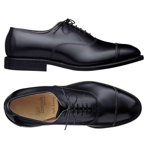 De beste schoenen van Allen Edmonds. De beste schoenen van Allen Edmonds. Rondom randgenaaid. Compromisloze kwaliteit die u jarenlang begeleidt.