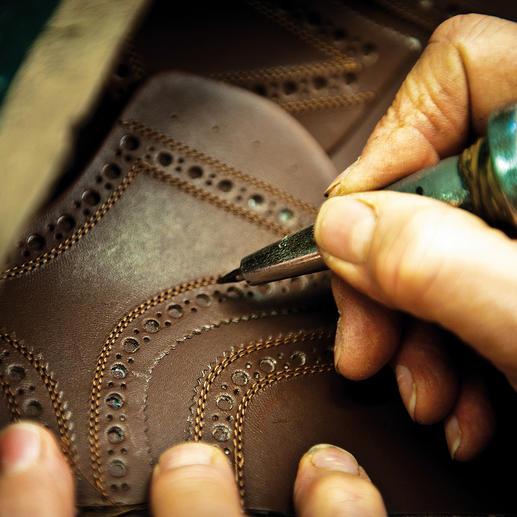 Kenmerk van een budapester: de lyra-perforatie.