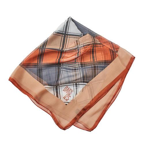 DAKS-sjaaltje Trend: sjaaltjes en ruiten. Hier is de combinatie de luxe. Van het Britse koningshuis.